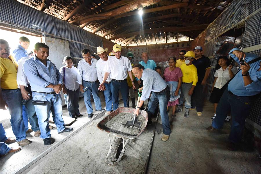Viceministerio de Vivienda cambia 13,860 pisos de tierra