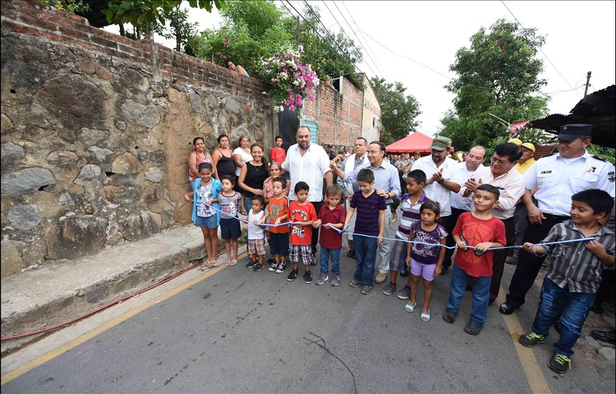 MOP entrega pavimentación de calle principal Colonia El Pedregal I, Zacatecoluca