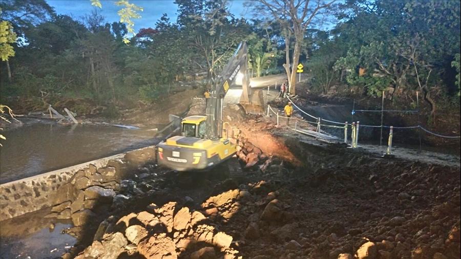 MOP trabaja en restablecimiento paso provisional a Chapeltique, San Miguel y habilita ruta alterna