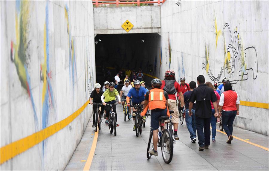 MOP entrega obra artística y habilita vía de recreo en túnel Naciones Unidas