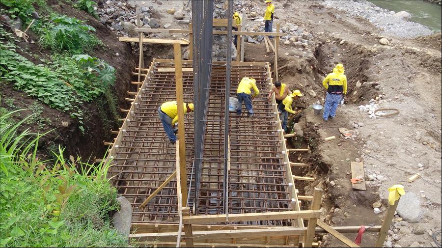 Avanza construcción puente Cutumayo entre Apastepeque y San Vicente