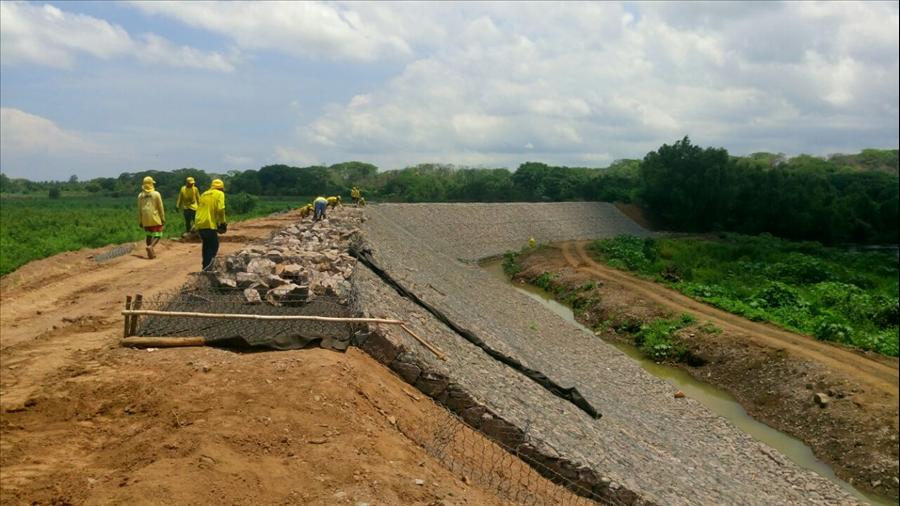 MOP construye bordas en Río Grande de San Miguel y realiza limpieza de reservorios en Volcán Chaparrastique
