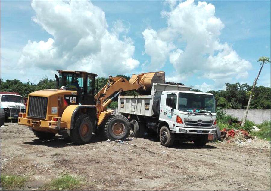 MOP por 3º. día apoya declaratoria de amenaza epidémica decretada por Salud Pública en Apopa con retiro de promontorios de basura