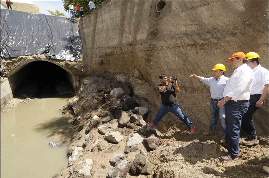 MOP-FOVIAL inician obras inmediatas para solución a hundimiento en Bulevar Tutunichapa, San Salvador