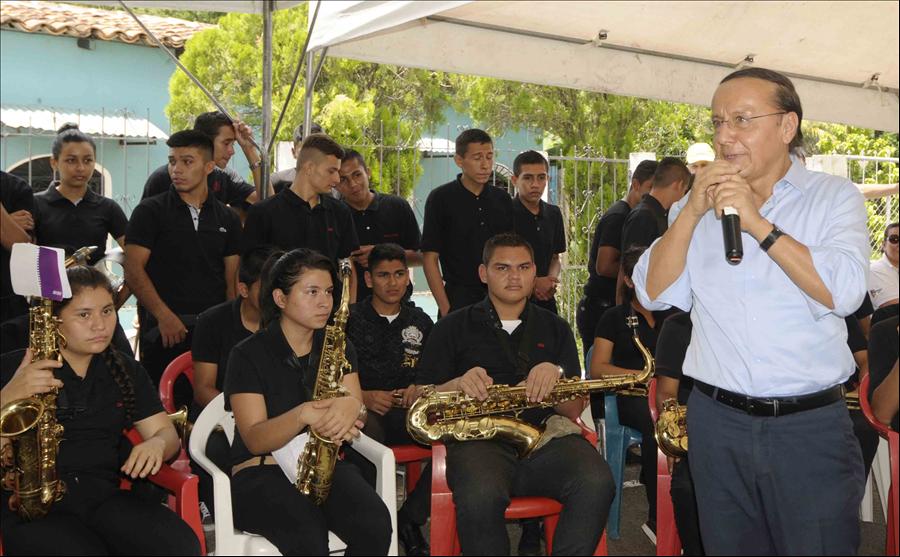 MOP entrega a población pavimentación de carretera Suchitoto-Cinquera, Tramo I y II