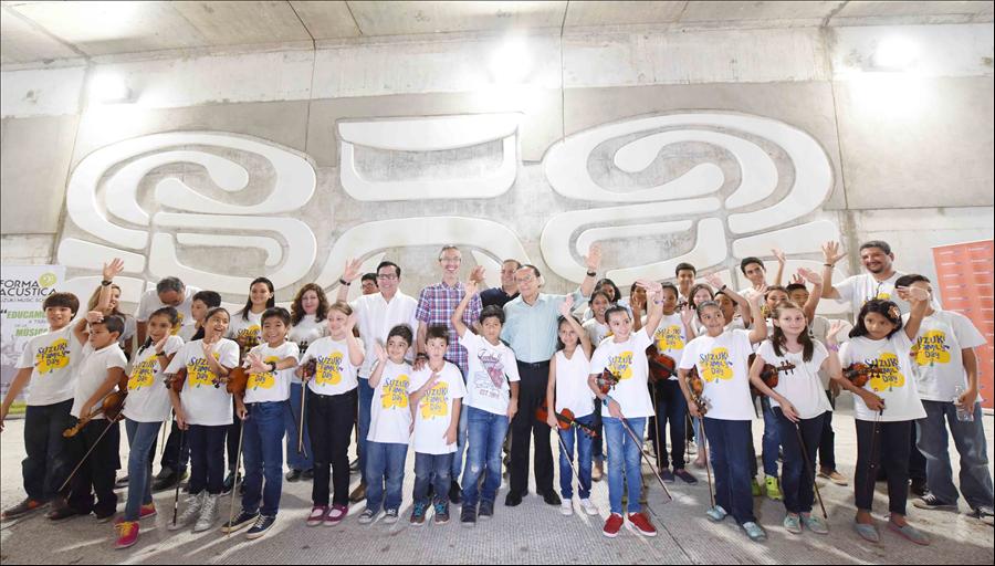 Escuela de música ofrece concierto en monumento Cabezas de Jaguar, en túnel Masferrer