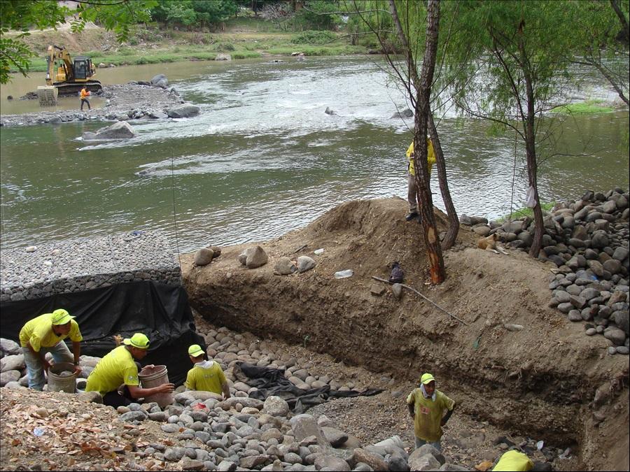 MOP inicia obras para construcción puente provisional en frontera binacional Las Chinamas