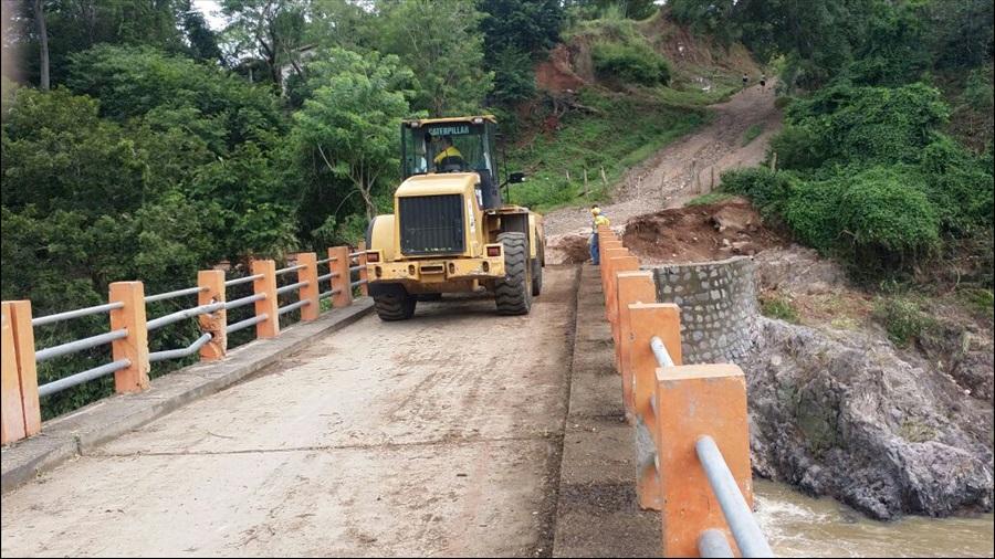 MOP trabaja para restablecimiento de paso por inundación en ruta El Divisadero, Morazán
