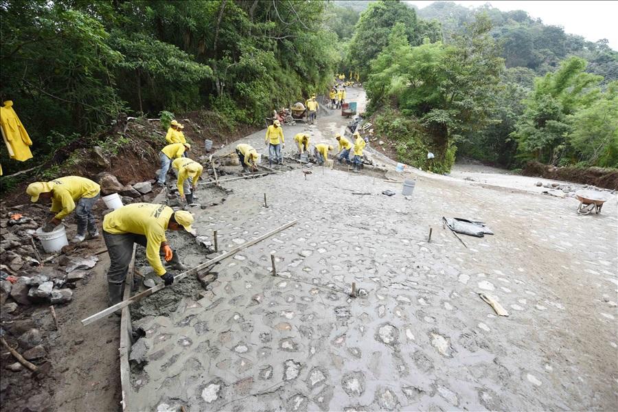 90% de avance en construcción de carretera Apaneca-Quezalapa-San Pedro Puxtla, Ahuachapán
