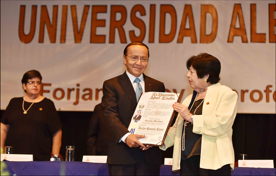 Gerson Martínez recibe Doctorado Honoris Causa en Gestión y Administración de la Obra Pública de El Salvador