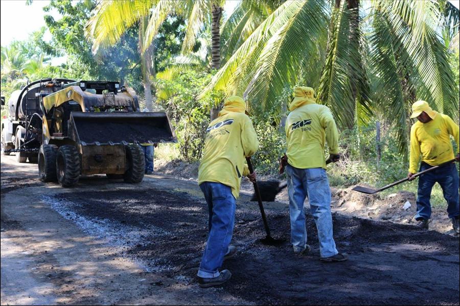 MOP pavimenta 3.3 kilometros calle Arcos del Espino, Jucuarán, y demuele muelle en Puerto El Triunfo, Usulután