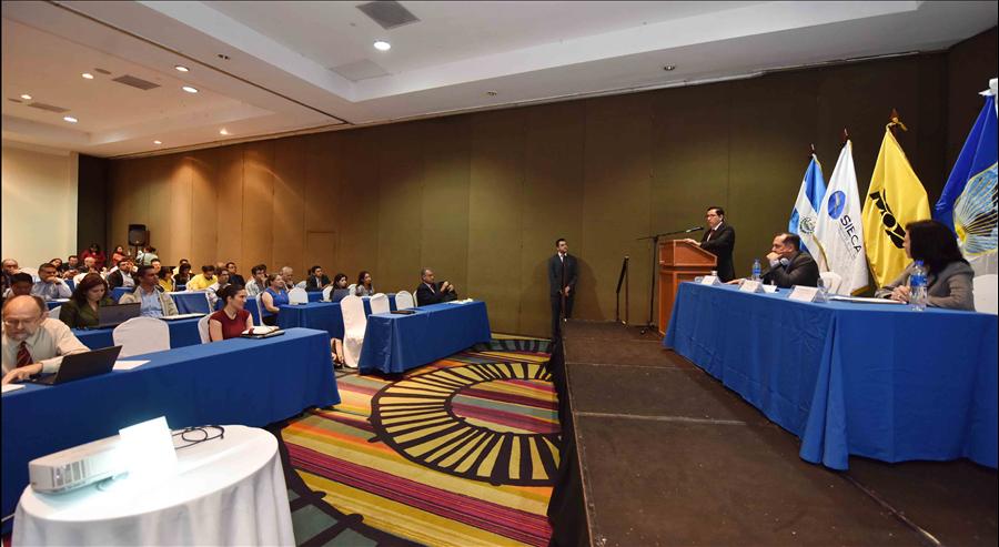 MOP-BID desarrollan taller sobre Blindaje Climático de la Infraestructura Social y Productiva