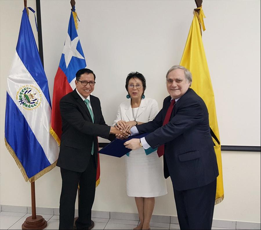 El Salvador y Chile suscriben convenio de cooperación en   sector de infraestructura