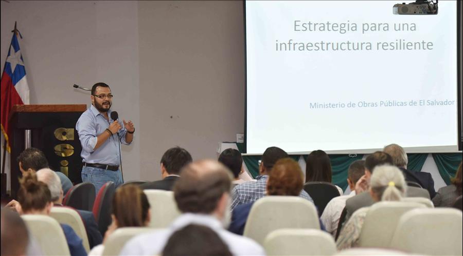 Ministerios de Obras Públicas de El Salvador y Chile realizan conversatorio sobre prevención de riesgos en infraestructura
