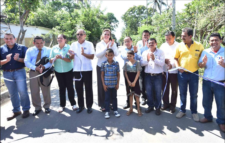 MOP entrega a comunidad la pavimentación de 2.2 kilómetros de calles de Mercedes Umaña, Usulután
