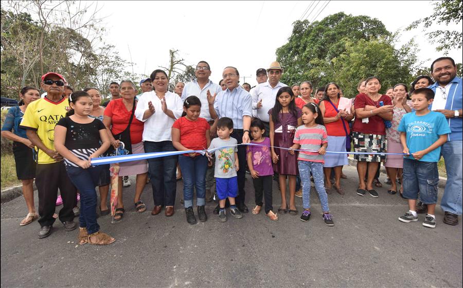 MOP entrega pavimentación de 850 metros lineales de calles Urbanización Nuevo Verapaz, San Vicente