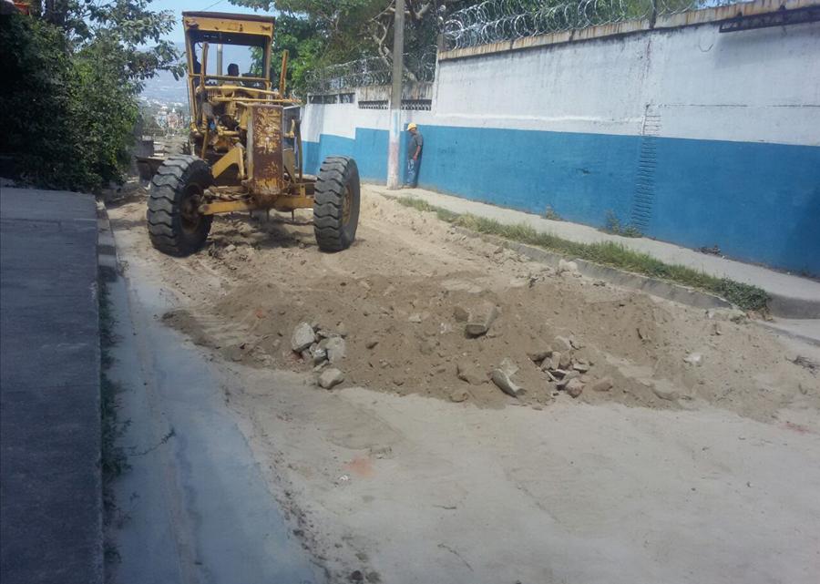 MOP pavimenta calle de acceso a Colonia Buena Vista, Soyapango