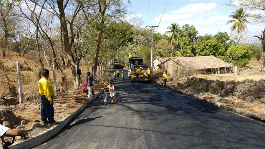 MOP pavimenta 2.5 kilómetros de calles en Jucuarán, Usulután