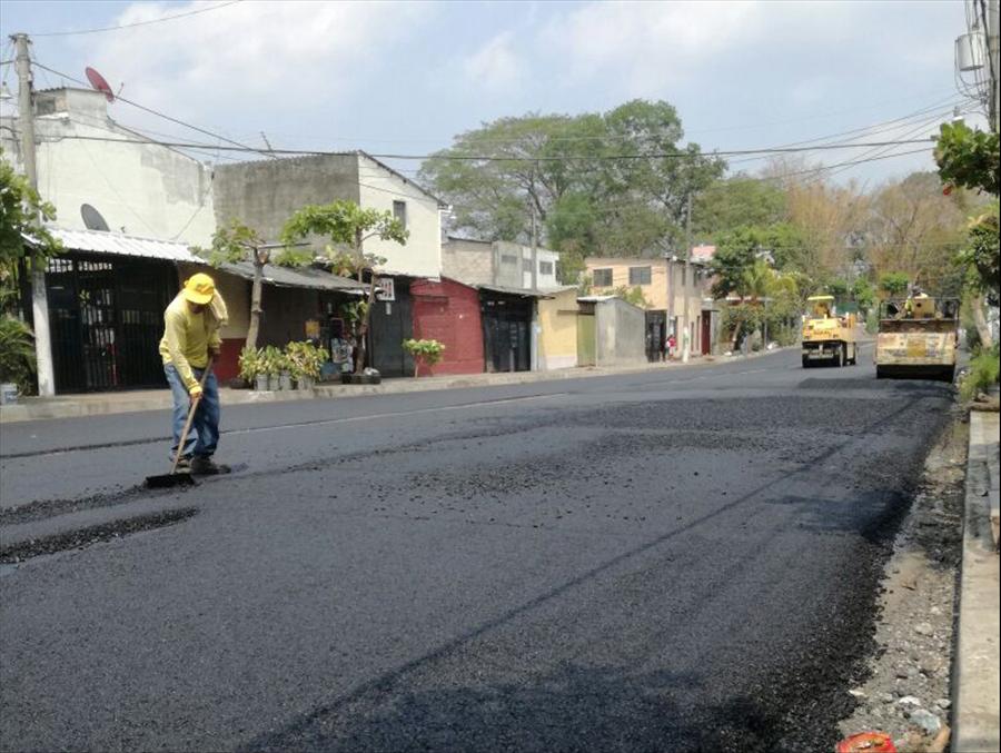MOP realiza recarpeteo en colonias Lincoln y Castro Morán, Mejicanos