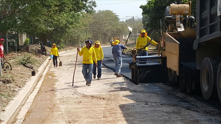 MOP pavimenta ruta de 1.2 kilómetros en ciudad de San Miguel