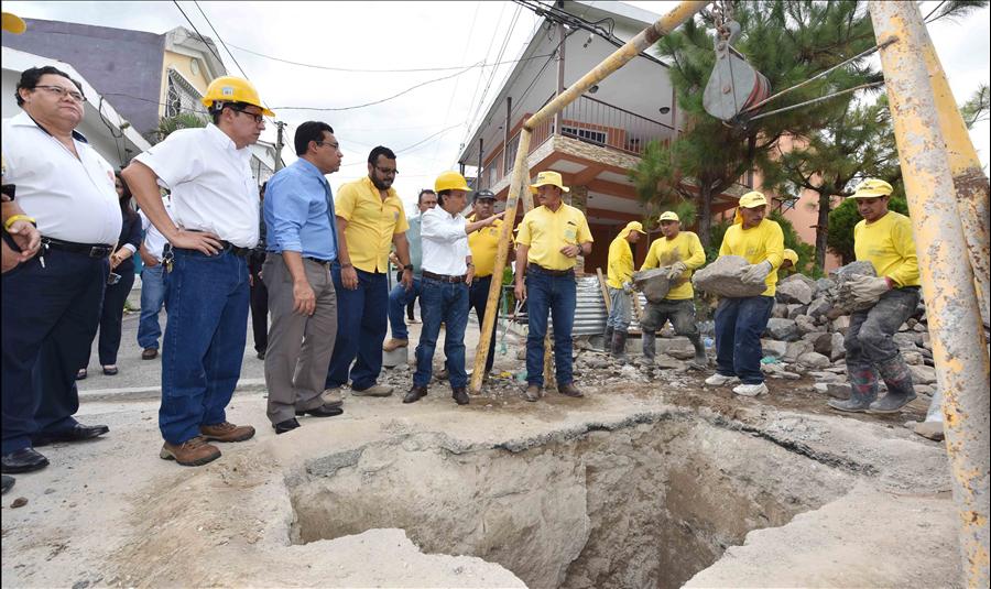 MOP supervisa avance de obras de protección por daños en bóveda, en Residencial Brisas de San Francisco, San Salvador