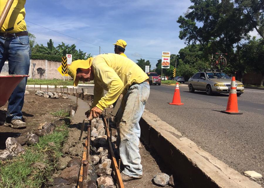 MOP construye acceso a intersección calle doble vía de Colonia Las Margaritas, Chalchuapa, Santa Ana