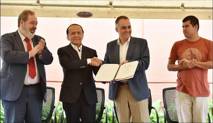 MOP recibe de la Unión Europea y la Cooperación Española un certificado simbólico de los resultados del proyecto de apoyo al Programa Caminos Rurales