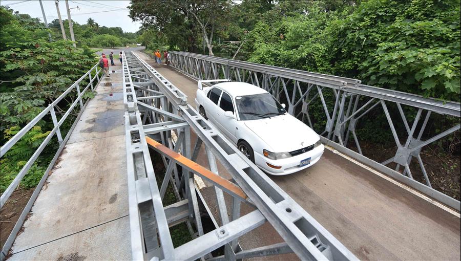 MOP entrega a 3 municipios de Usulután puente metálico El Alacrán