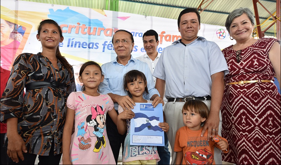 12 comunidades de ex lineas ferreas beneficiadas: 214 familias con escrituras de propiedad