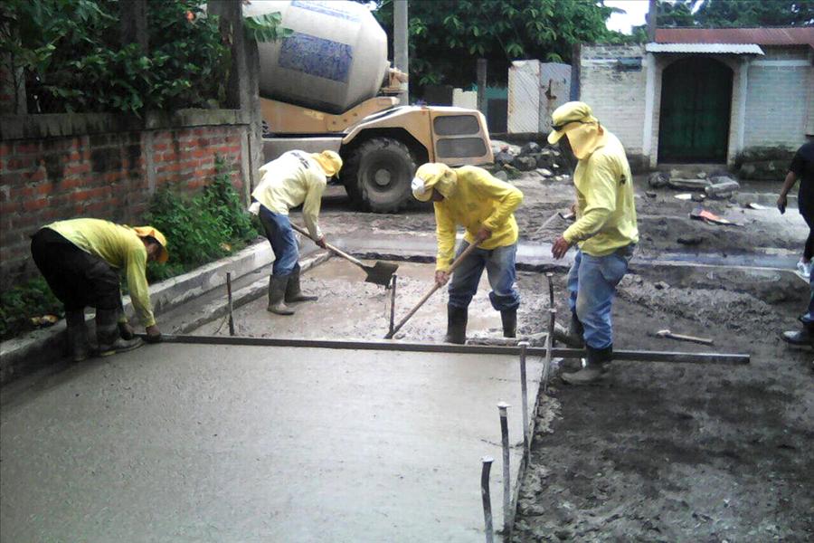 MOP por finalizar pavimentación de calle principal Colonia El Milagro Los Tubos, San Juan Opico, La Libertad