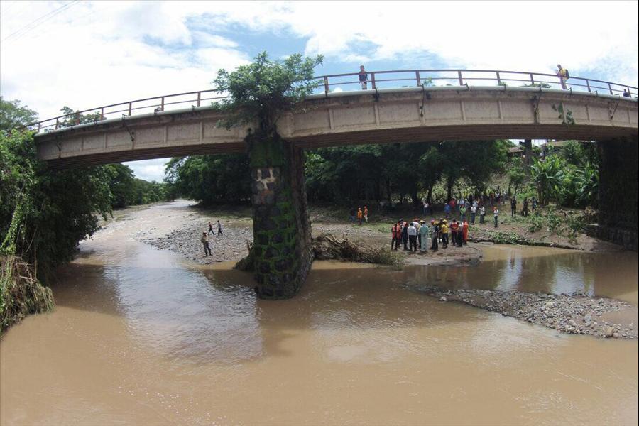 MOP estudia instalación de puente provisional para restablecer paso hacia Chalatenango
