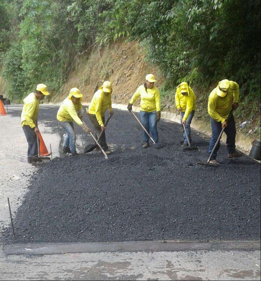 MOP pavimenta  calle a Las Vueltas y realiza obras de mejoramiento de rutas en otros municipios de Chalatenango