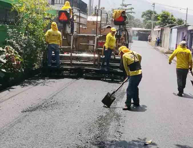 MOP repara con pavimentación y bacheo calles de Ciudad Delgado