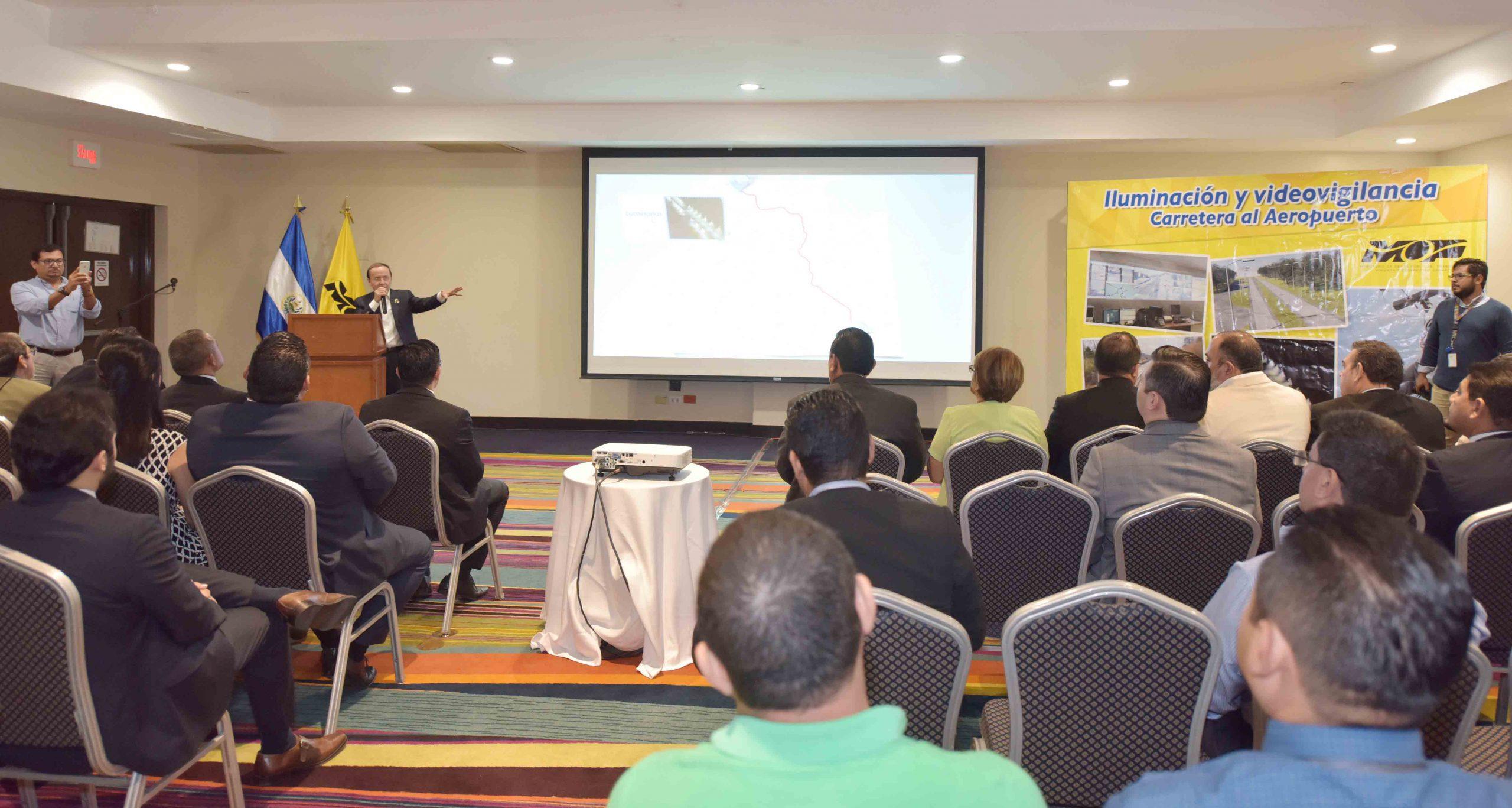MOP presenta proyecto de iluminación y videovigilancia en Carretera al Aeropuerto Internacional