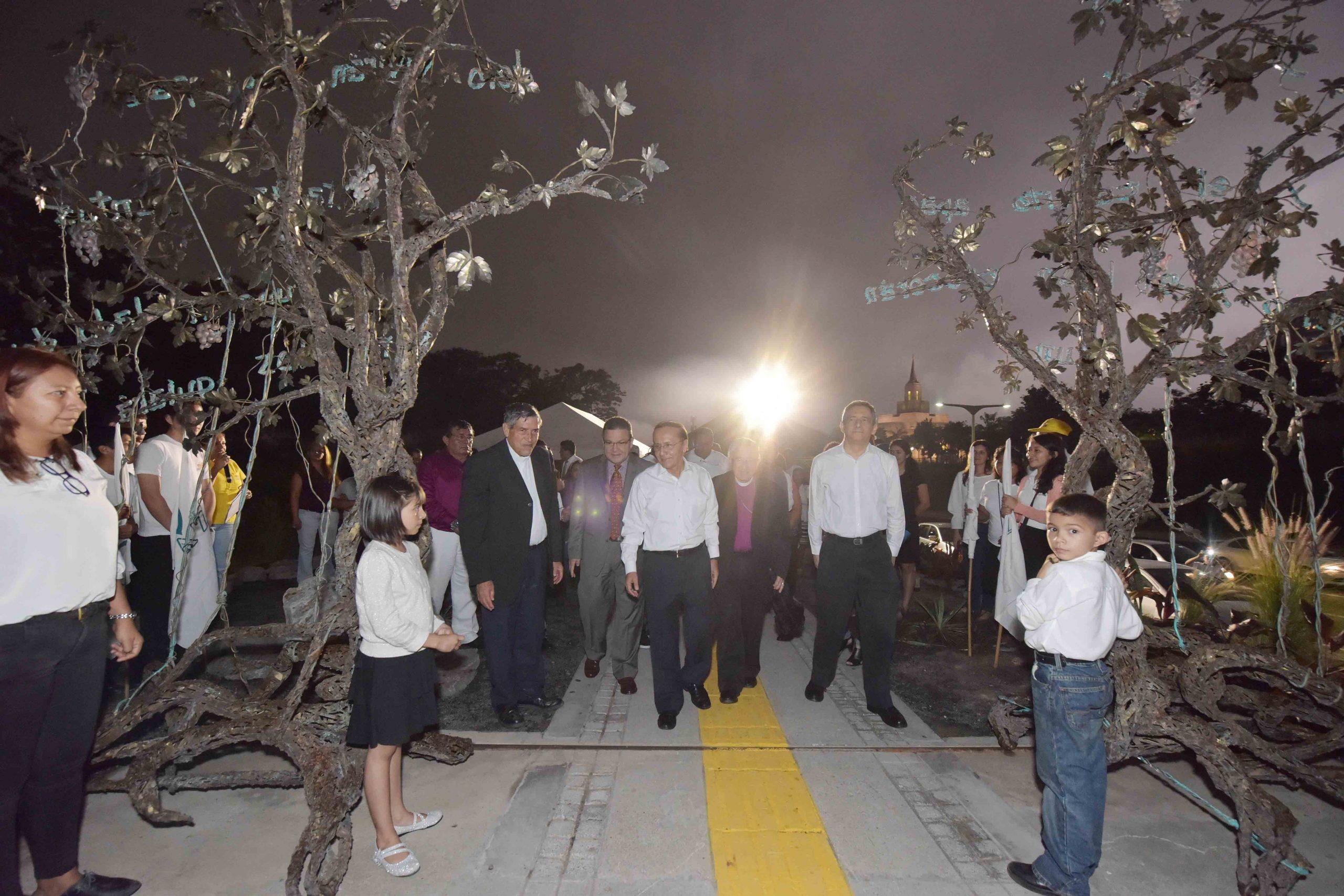 MOP entrega Monumento a La Fe, en Plaza La Reconciliación