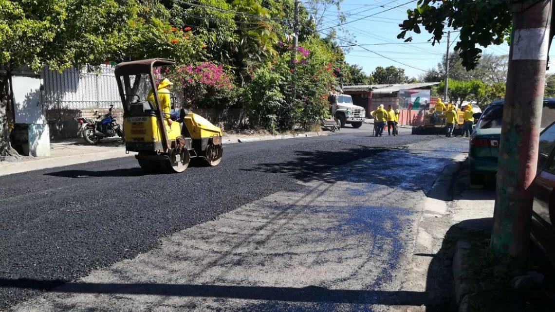 MOP pavimenta calles de Colonia Guadalcanal, Ciudad Delgado