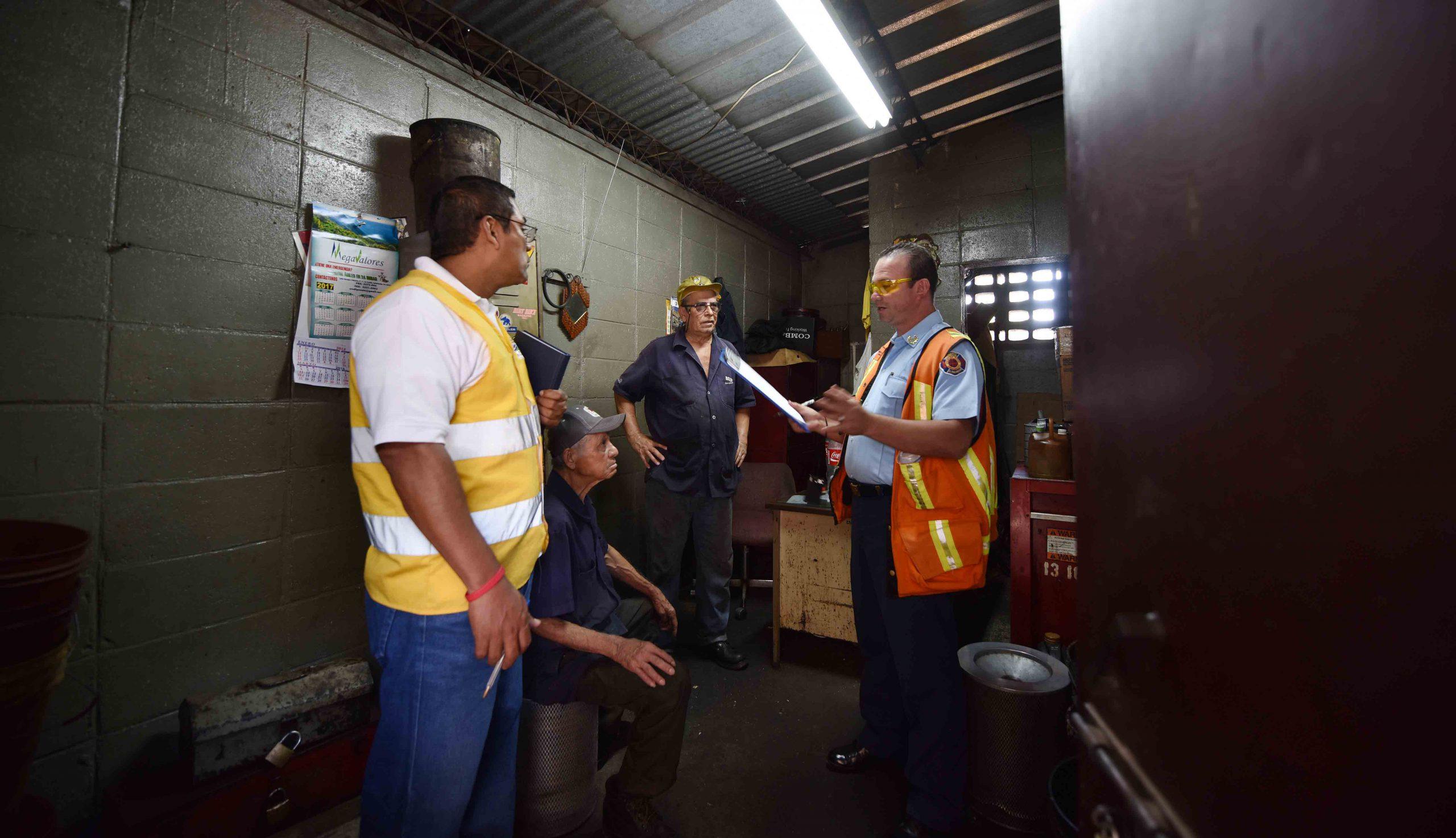 MOP trabaja con apoyo de Cuerpo de Bomberos en elaboración de plan de emergencia y evacuación en casos de incendios