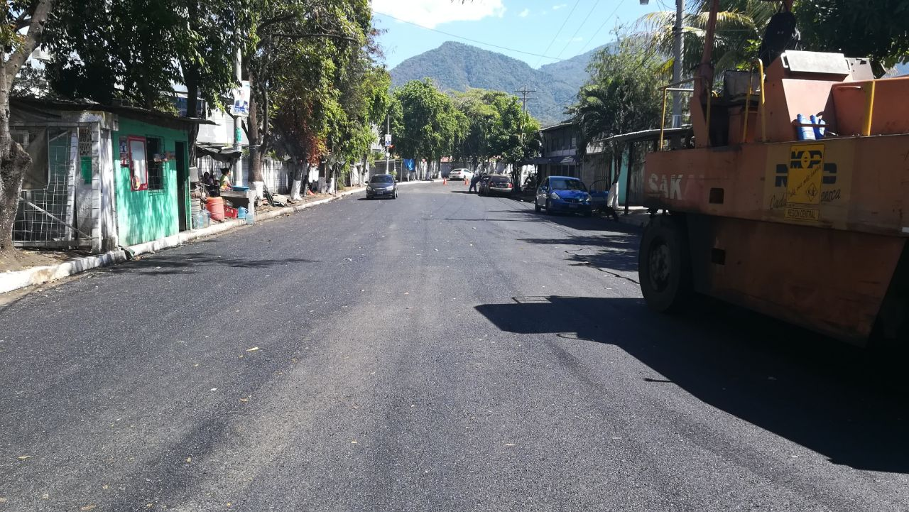 MOP concluye pavimentacion calle principal Residencial Los Chorros    Colón, La Libertad