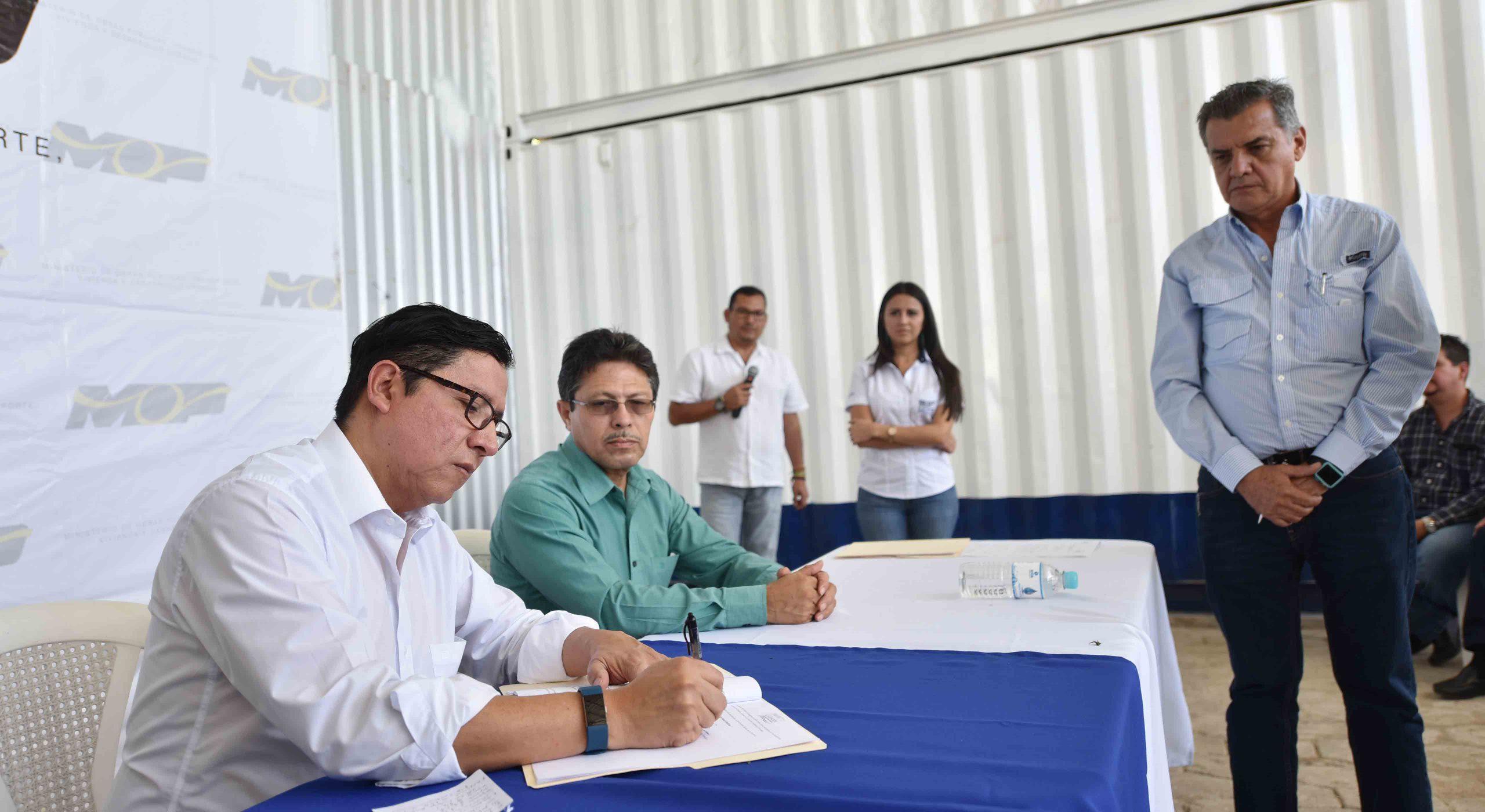 MOP y empresas constructoras y supervisoras  proyectos de Ampliación Carretera al Puerto La Libertad, Tramos II y III firman pactos de integridad