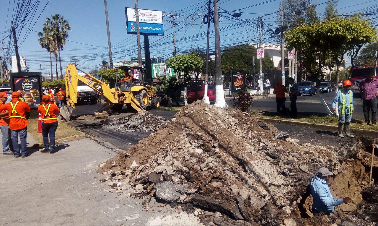 Cierre temporal por trabajos de reparación hundimiento en carril  El Salvador del Mundo hacia Santa Tecla