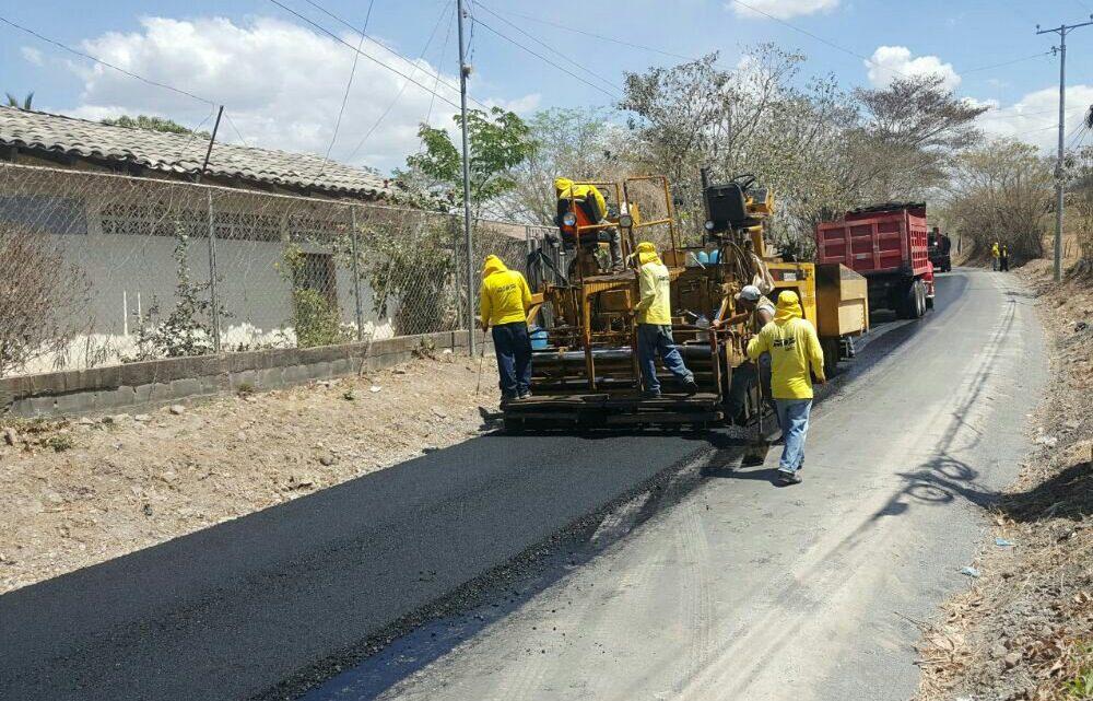 MOP inicia pavimentacion de 1.8 kilómetros de calle de Comacarán San Miguel