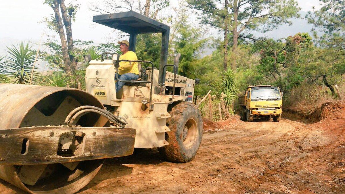 MOP celebra ratificación de fondos para la construcción de 15 caminos rurales