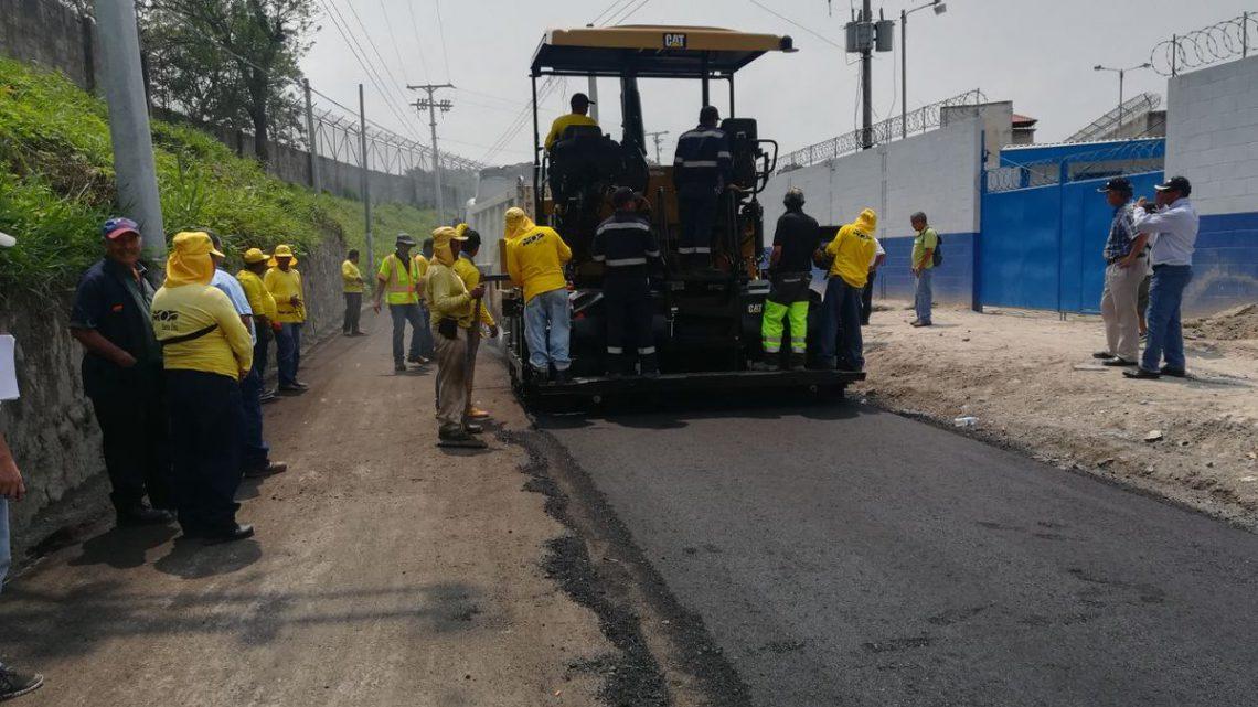 MOP pavimenta calle de acceso a Penal La Esperanza, Ayutuxtepeque San Salvador