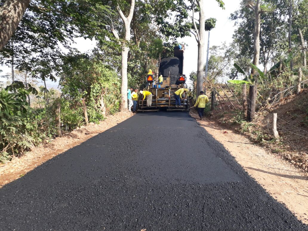 41% de avance pavimentación de 6.2 km. Tramo El Mozote-Caserío Altomiro entre Meanguera y Arambala, Morazán