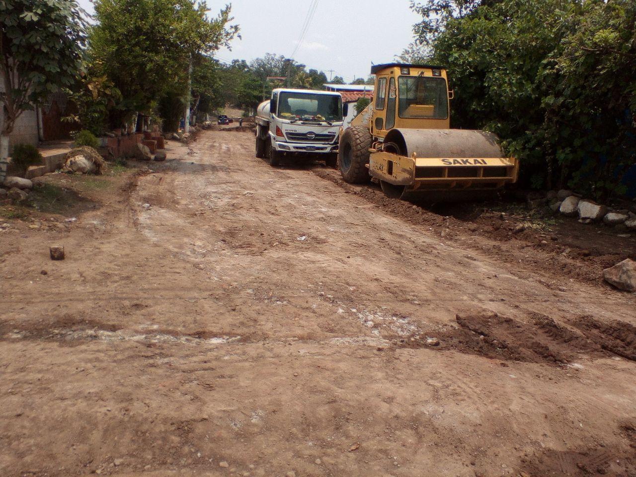MOP mejora calles principales de Colonia Nuevo Suchitoto, Cuscatlán