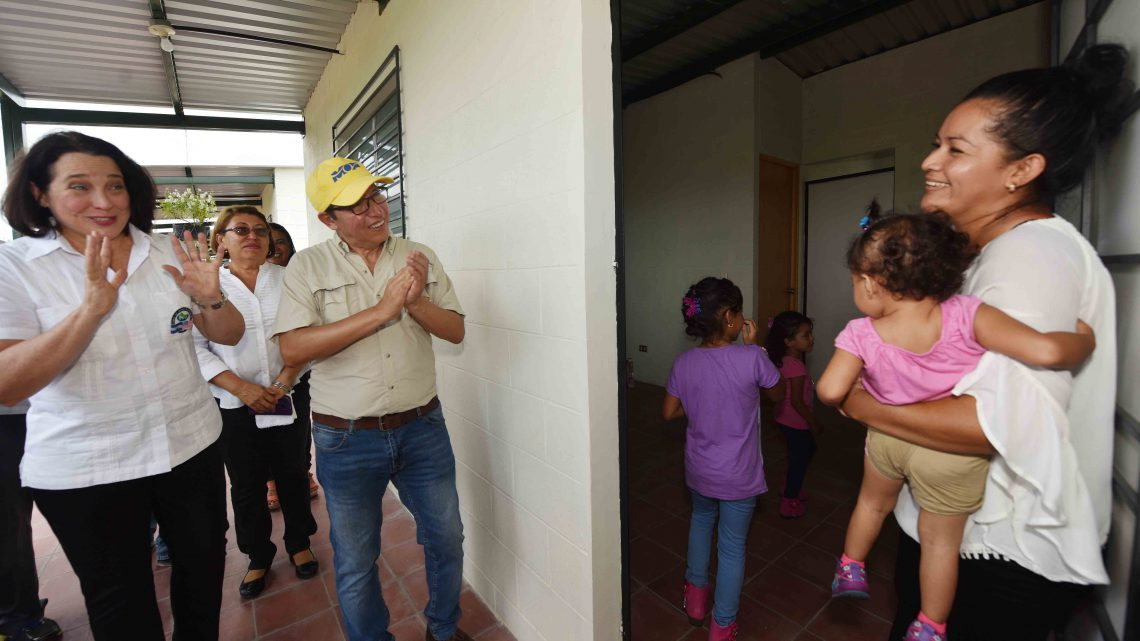 FOMILENIO II entrega viviendas a familias reubicadas por ampliación de carretera