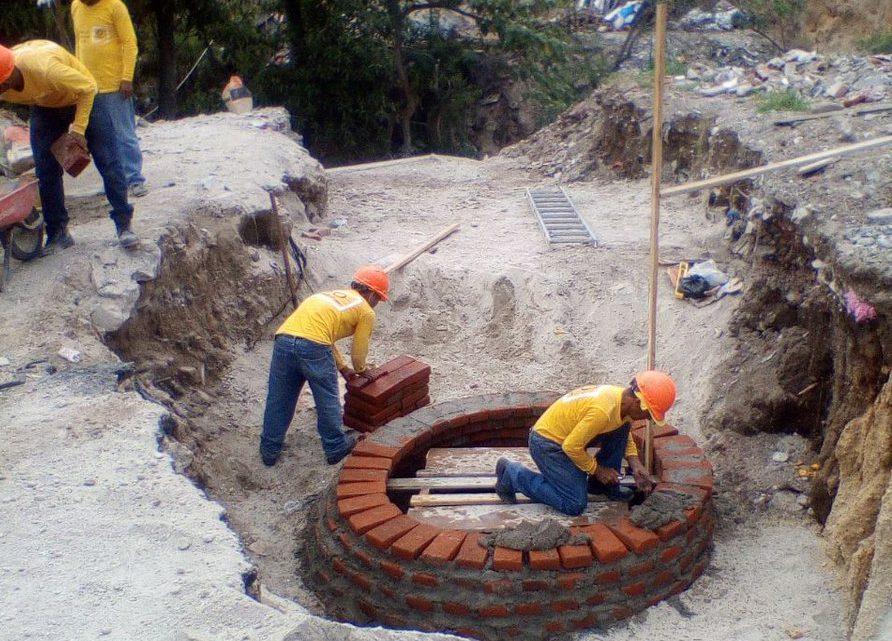 65% de avance 2da. Fase obras de drenajes y pavimentacion de calles para construcción de Centros Temporales de Reclusión en Penal La Esperanza