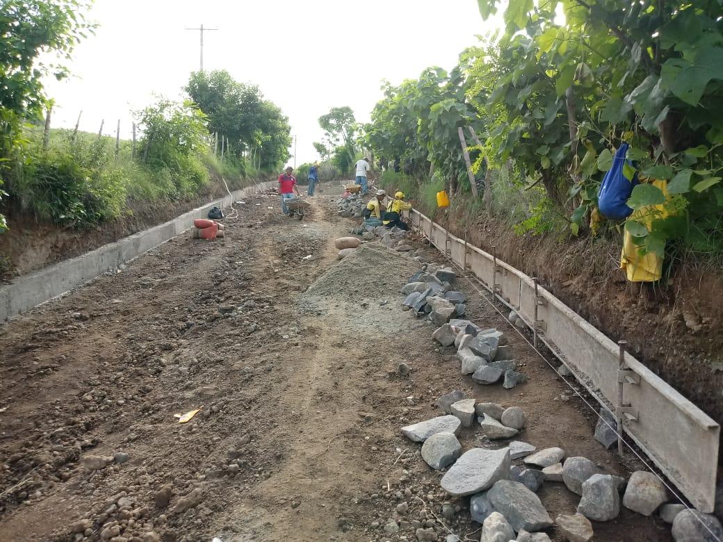62% de avance pavimentación de calle que conecta a cantones y caseríos de Santo Domingo de Guzmán, Sonsonate