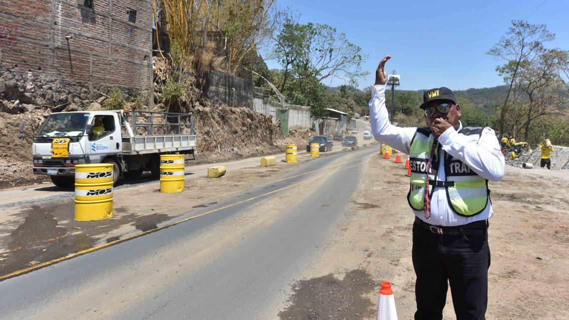 MOP realiza excavación en rocas de forma controlada en proyecto Ampliación Carretera al Puerto La Libertad