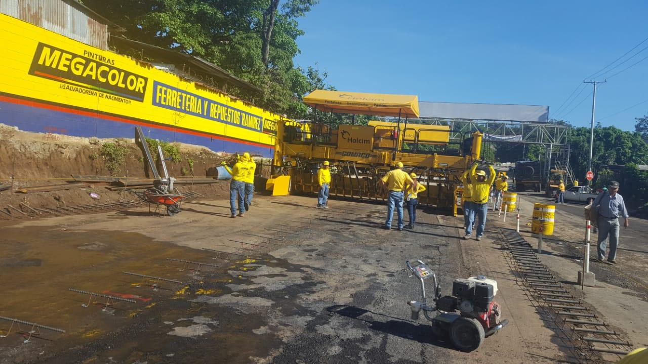 MOP inicia colocación de concreto hidráulico en pista Tramo II. Ampliación carretera al Puerto de La Libertad